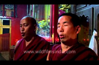 Tibetan monks Multiphonic chanting